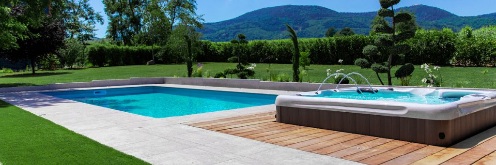 retrouvez nos 10 conseils piscine pour devenir un vrai pro de la piscine !